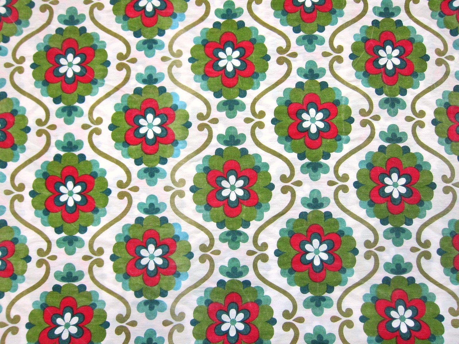 壁紙のようなレトロな花柄パターン ヴィンテージ生地 幅110cm Frau