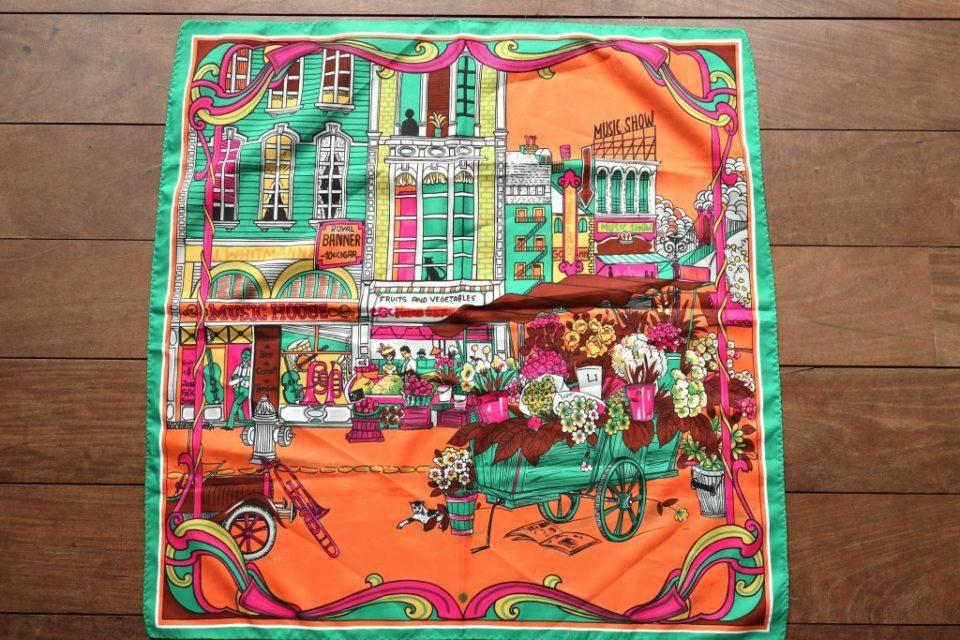 ヨーロッパの街並みのイラストが楽しいヴィンテージスカーフ Frau Vintage
