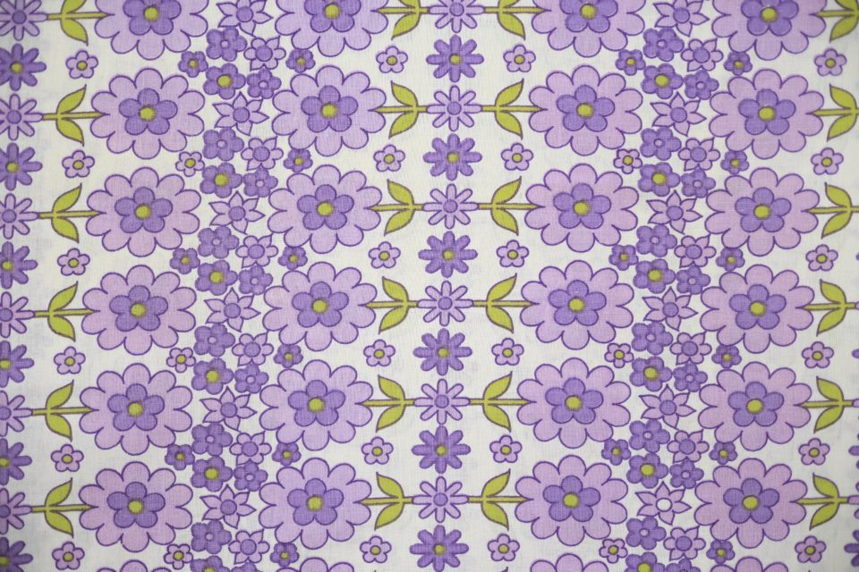 紫色ポップフローラル柄ヴィンテージファブリック 幅70cm