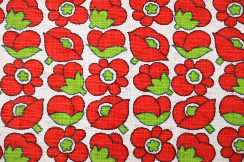 ぷっくり赤色花模様のヴィンテージカットクロス 130cm x 50cm