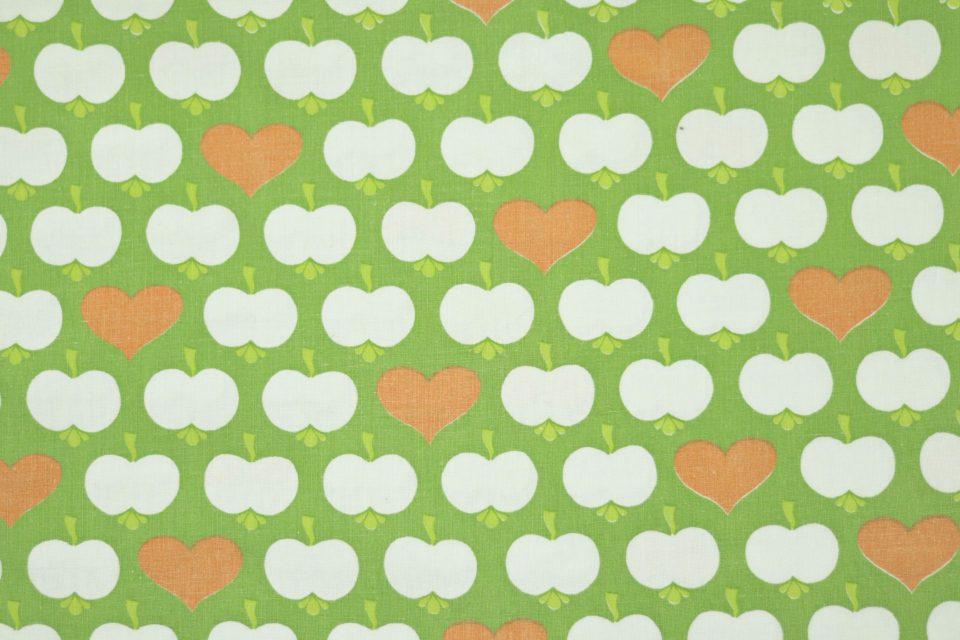 ぷっくりリンゴ柄レトロファブリック(緑) 幅130cm-2