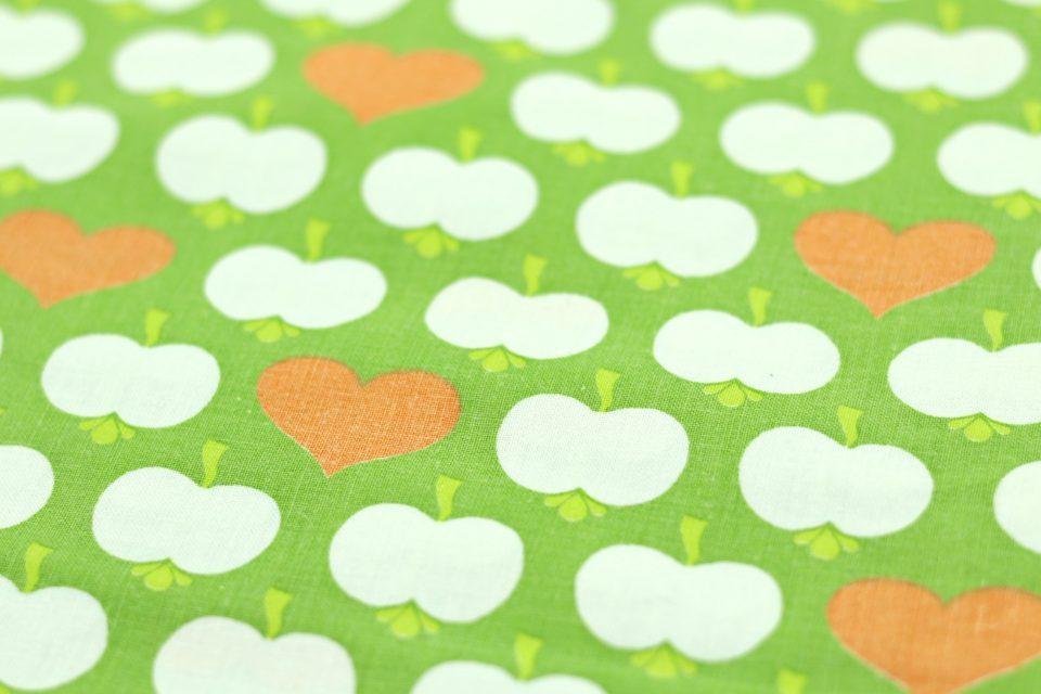 ぷっくりリンゴ柄レトロファブリック(緑) 幅130cm