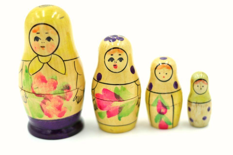 珍しいカラーのレトロマトリョーシカ4姉妹