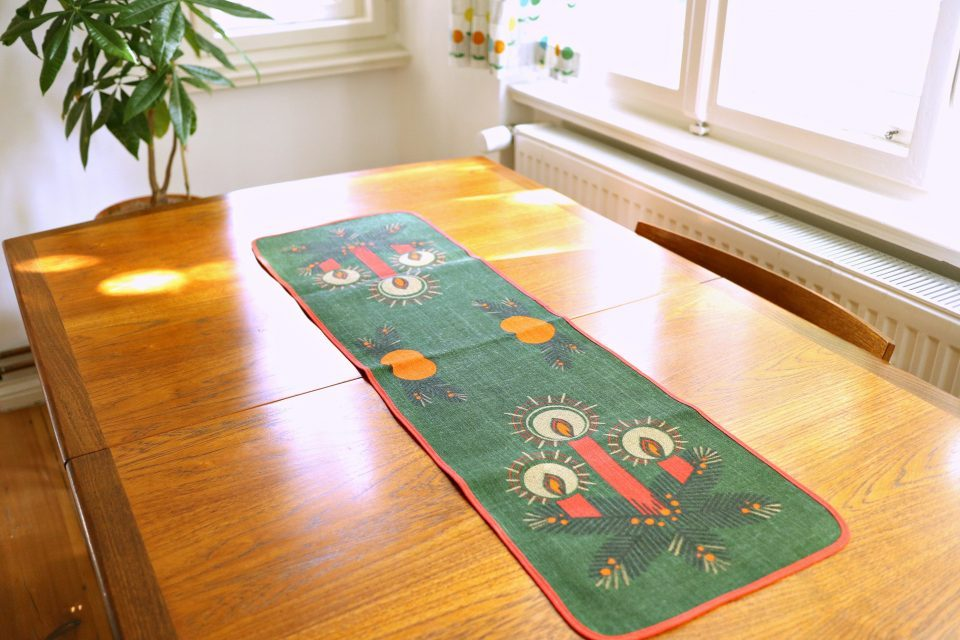 クリスマスキャンドル柄ヴィンテージテーブルセンター