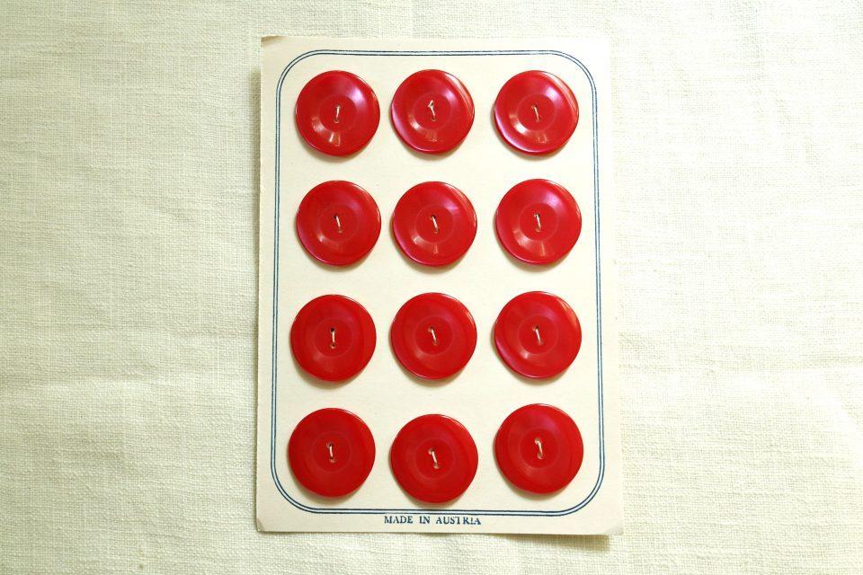 オーストリア製の二つ穴ヴィンテージボタン12個