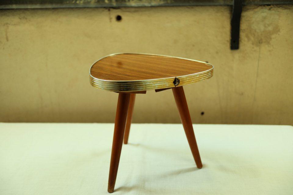 ミッドセンチュリー 3本脚のレトロミニテーブル