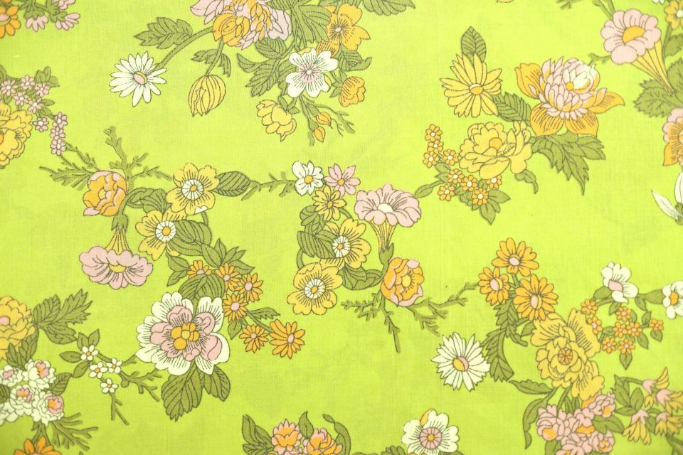 幅広タイプの花柄ヴィンテージファブリック(黄緑)幅130cm