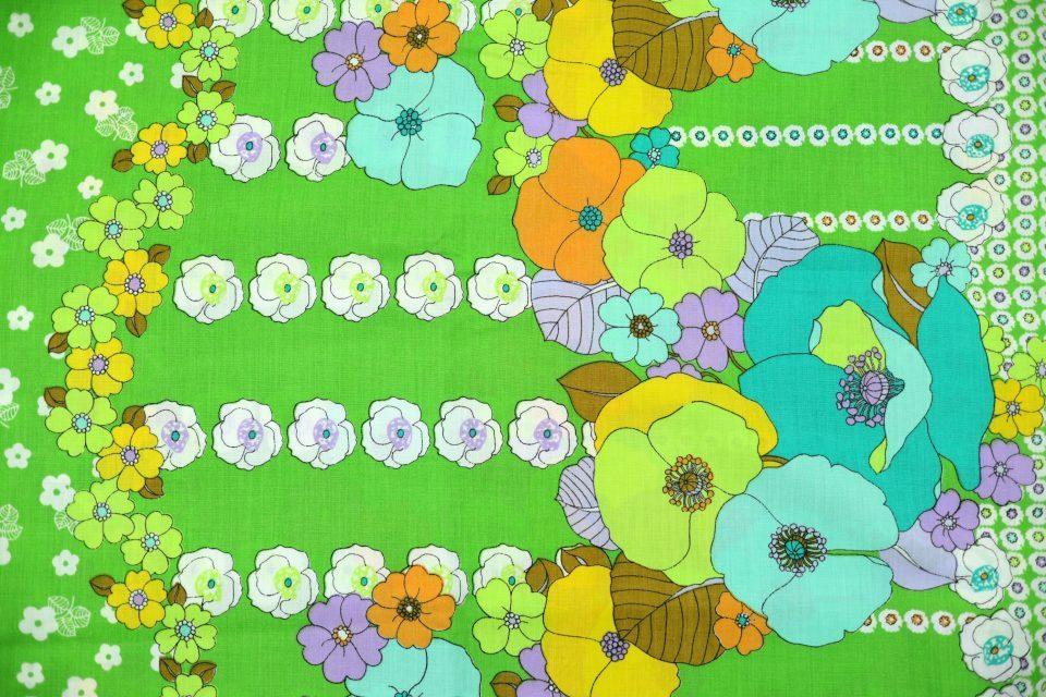 艶やかなレトロフローラル柄ヴィンテージファブリック(緑) 幅135cm