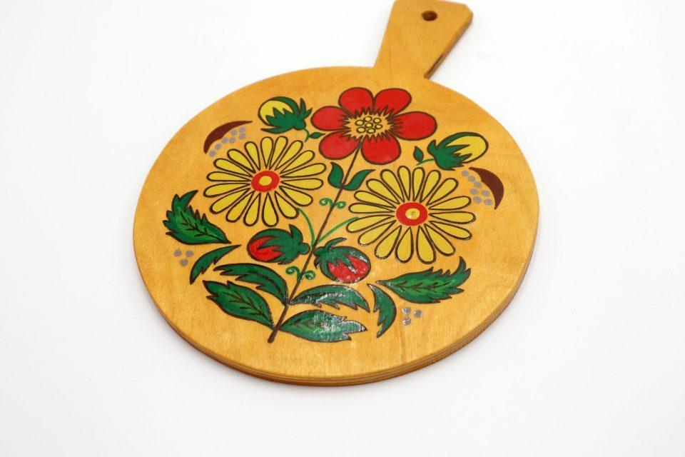 ころんと丸い花模様入りレトロ飾りカッティングボード