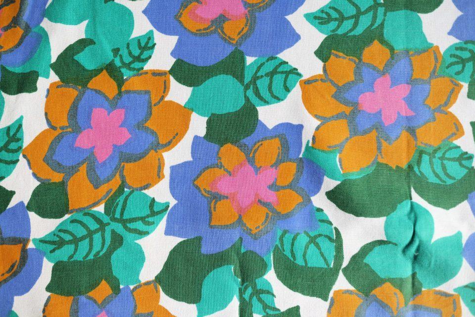 モードな香りただよう花柄ヴィンテージファブリック 幅120cm