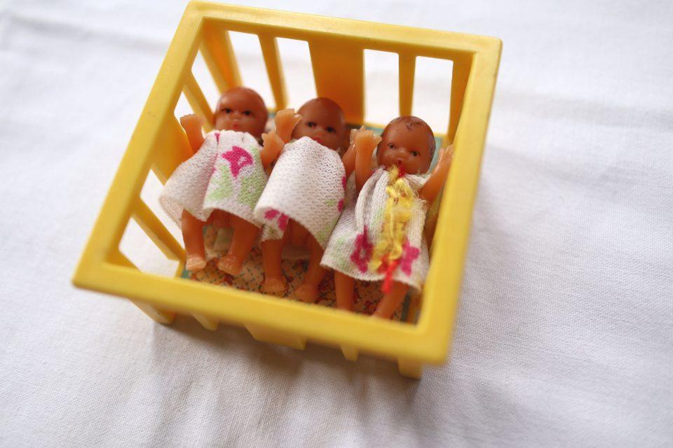 ベッド付き ヴィンテージラバードール三つ子のベイビー