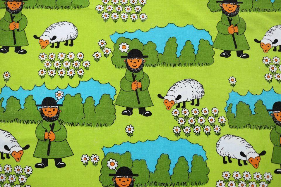 羊飼いのイラストが楽しい緑色レトロファブリック 幅120cm