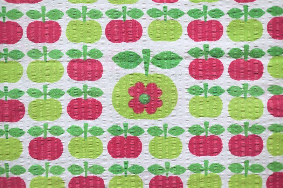 赤色緑色 リンゴいっぱいヴィンテージファブリック 幅120cm