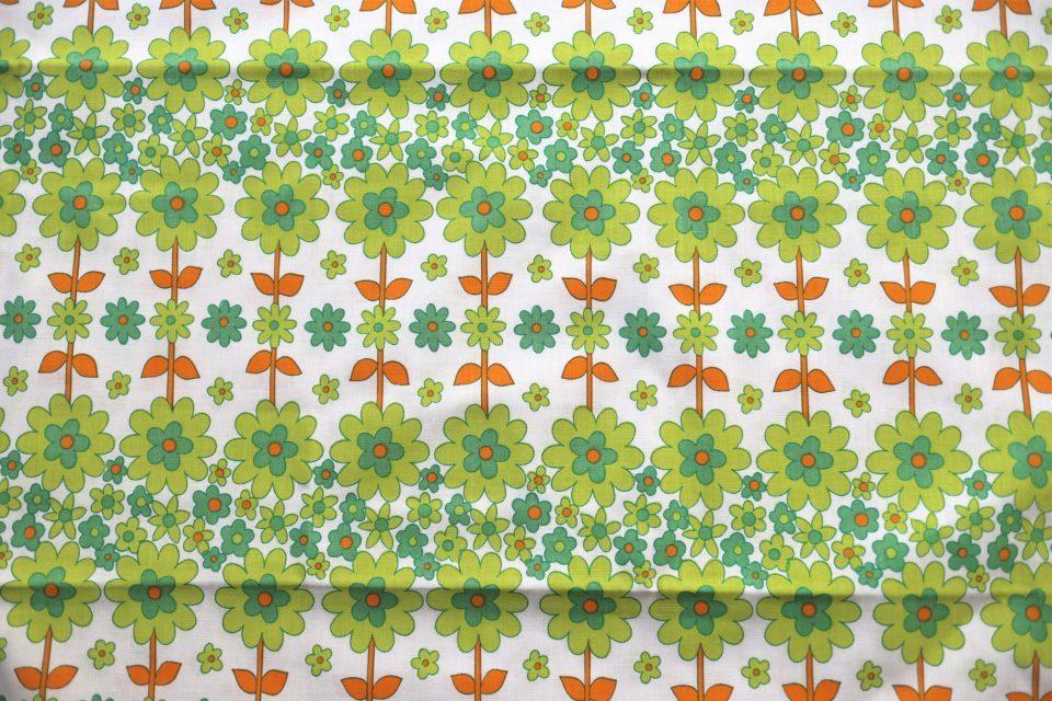連続の緑の花柄ヴィンテージファブリック新品 幅130cm
