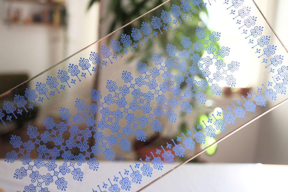 ノスタルジー感あふれるレトロな横長ガラスプレート