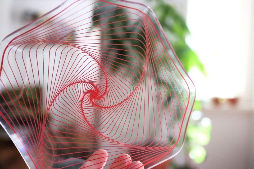 赤色スパイラル ヴィンテージガラスプレート(小)