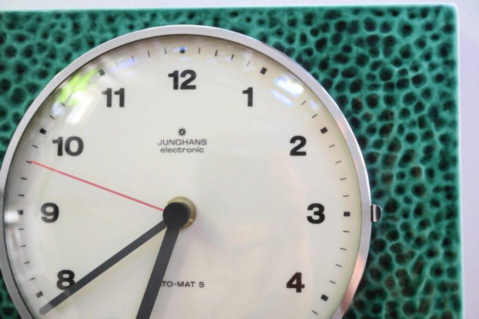 緑色の陶器製JUNGHANS ヴィンテージ壁時計