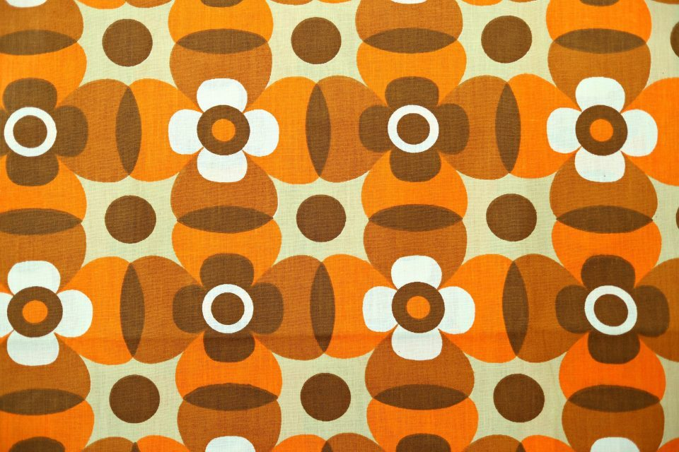 壁紙のような70年代の茶色系花柄レトロ生地 幅74cm