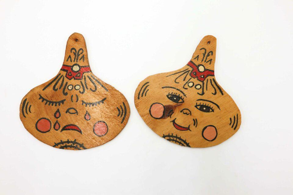 泣き顔笑い顔 ヴィンテージ木製壁飾り(たまねぎ)