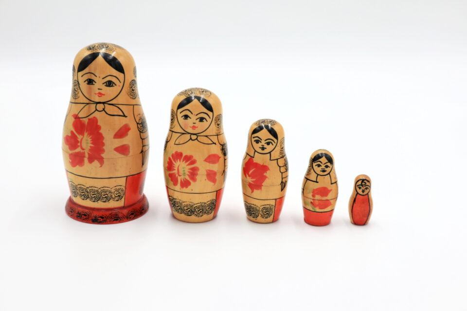 赤い花模様のヴィンテージマトリョーシカ5人組