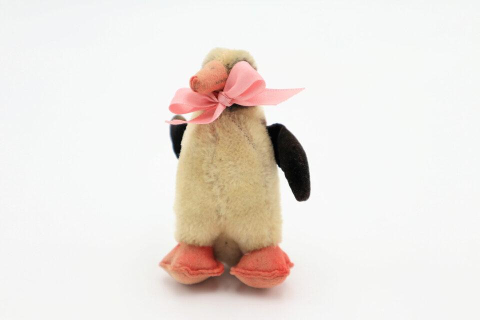 躍動感いっぱい ヴィンテージぬいぐるみペンギン