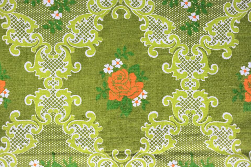 クラシックな薔薇模様入りレトロファブリック 幅127cm