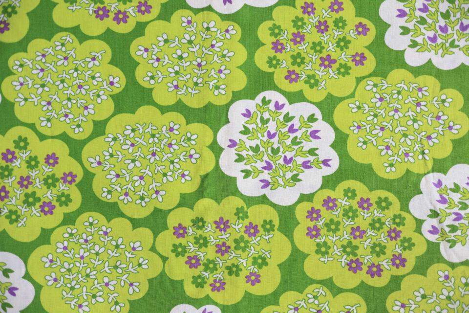 緑のフラワーベッド! 小花柄ヴィンテージファブリック 幅125cm
