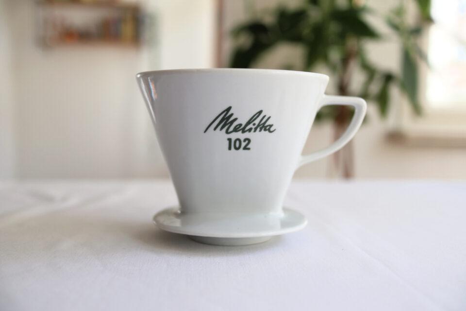 ヴィンテージ Melitta 102 白い陶器のコーヒーフィルター