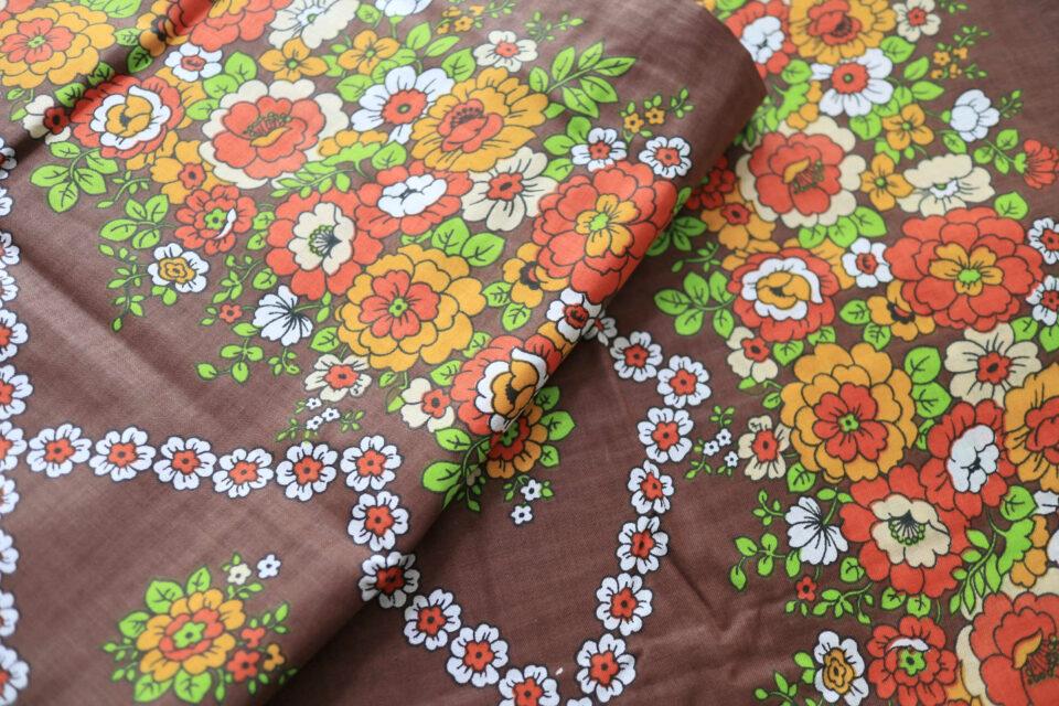 レトロ花模様! ブラウン系ヴィンテージファブリック(新品) 幅133cm