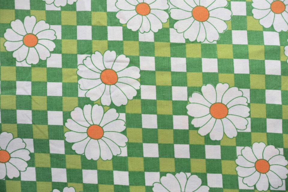 格子模様と白い花 フローラル柄ヴィンテージ布 幅130cm