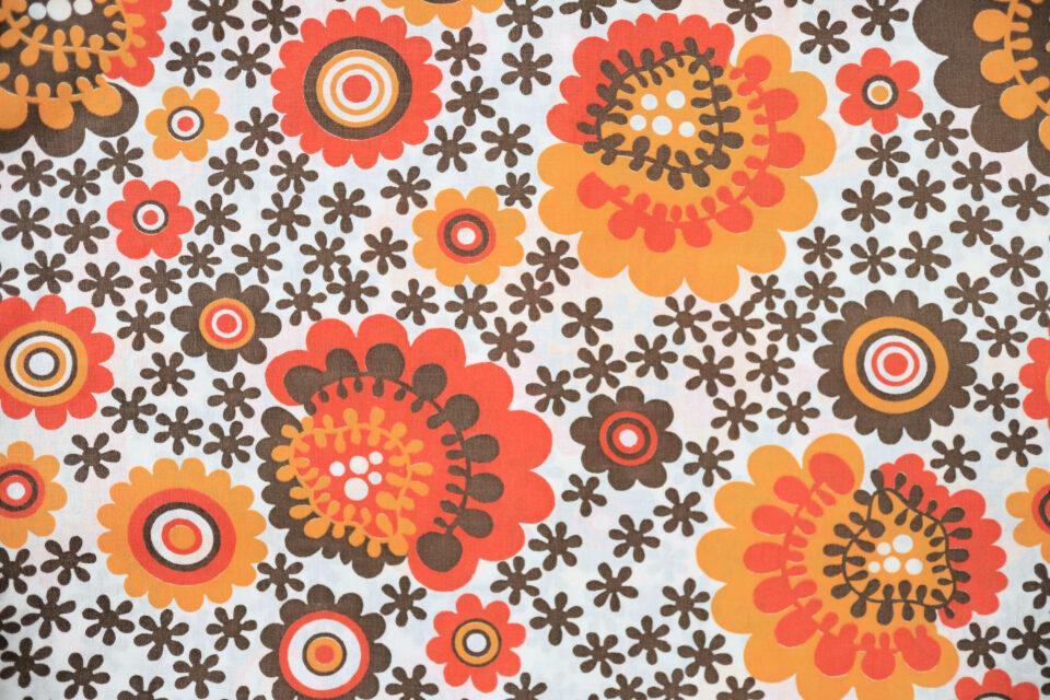 ブラウン系サイケ花柄ヴィンテージファブリック 幅127cm