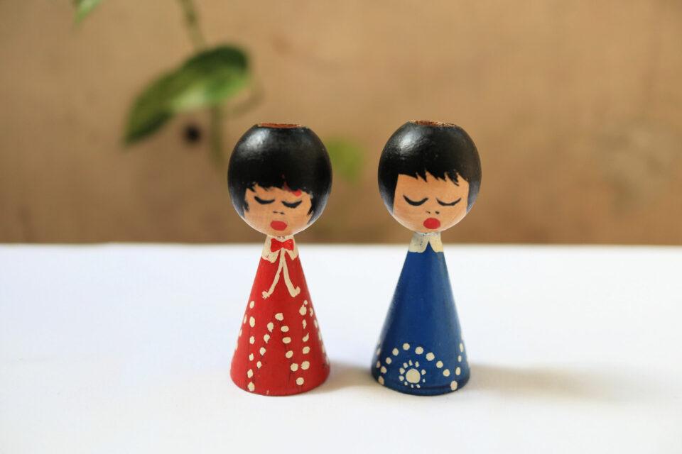 木製の人形の形をしたキャンドルスタンド2点セット